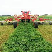 agro sluzba zhrňovanie traktor